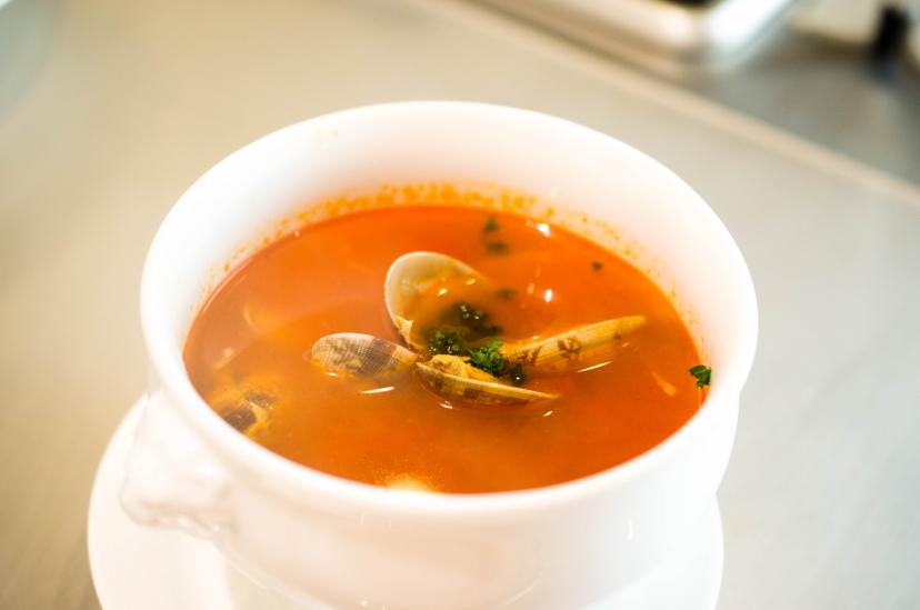 ムッシュ高木が教えるアサリのトマトスープ:完成