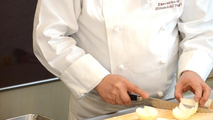 ムッシュ高木の料理の基本:玉ねぎの櫛切り