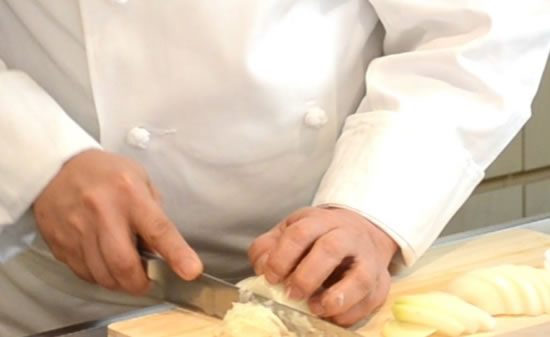 ムッシュ高木の料理の基本:玉ねぎのみじん切り