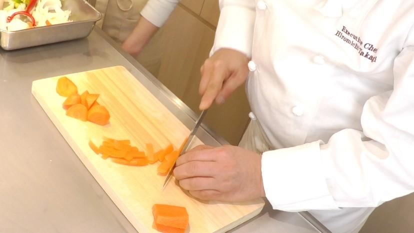 ムッシュ高木の料理の基本:人参の拍子切り