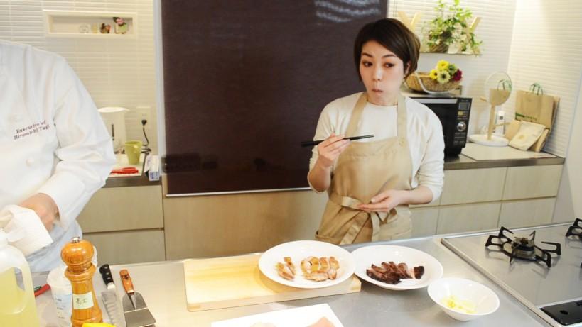 ムッシュ高木の料理の基本:フライパンの使い方 鶏モモ肉のステーキ、仕上がりに安藤さんもびっくり!