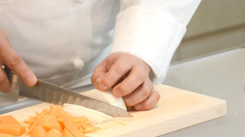 ムッシュ高木の料理の基本:左手の使い方