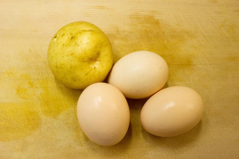 ムッシュ高木の裏ワザレシピ:スパニッシュオムレツ(スペイン風オムレツ) の材料