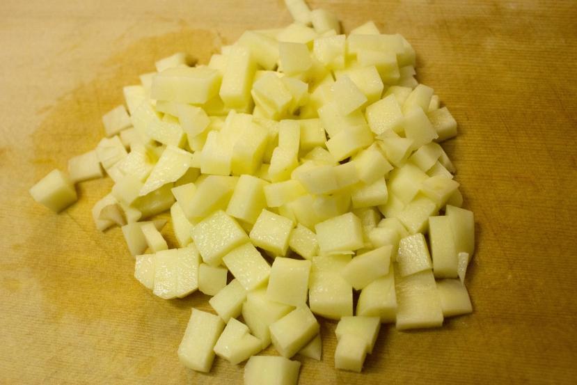ムッシュ高木の裏ワザレシピ:スパニッシュオムレツ(スペイン風オムレツ) - ジャガイモをカット