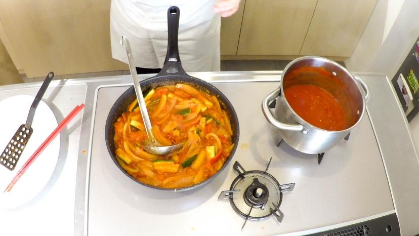 ムッシュ高木が教えるラタトゥイユ:トマトソースと野菜を炒める