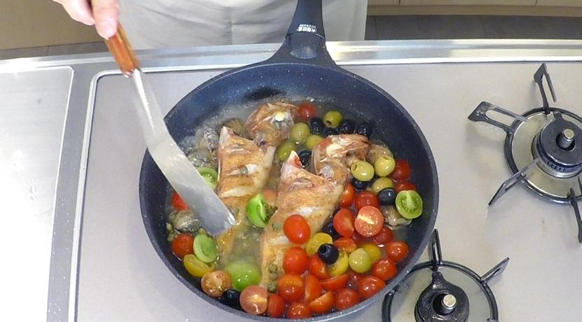 羅臼昆布水のアクアパッツァ 魚の焼き方6