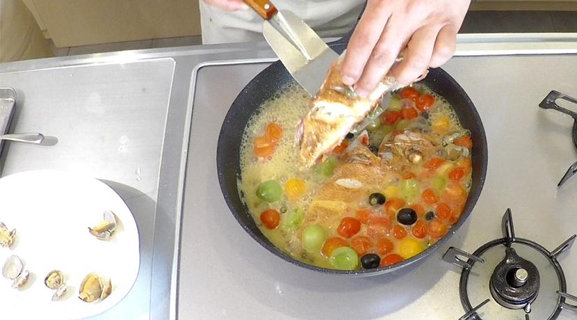 羅臼昆布水のアクアパッツァ 魚の焼き方9