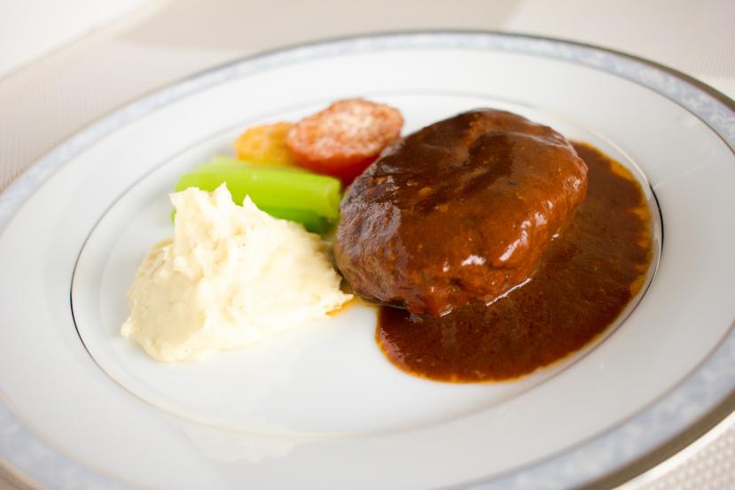 簡単!本格的な味わいのマッシュポテトの作り方:ハンバーグの付け合わせにぴったりです