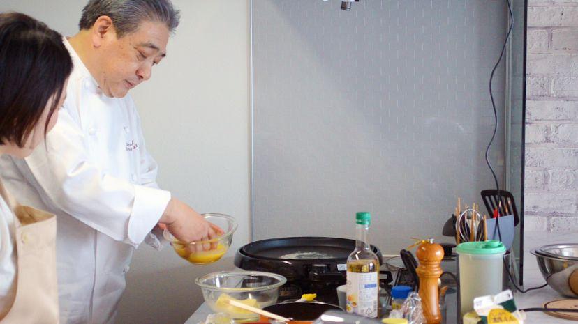 フレンチトーストの作り方:焼く前に再度溶き卵にくぐらせます