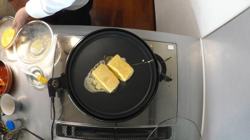 フレンチトーストの作り方:ホットプレートで焼き上げていきます