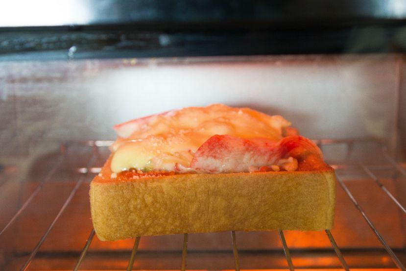 簡単ピザトーストの作り方:トーストします