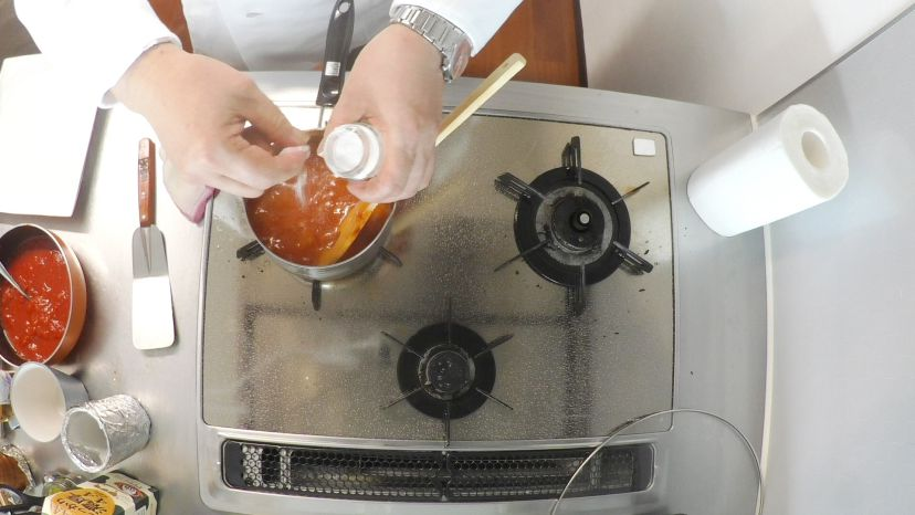 昆布水とケチャップで作る簡単エビチリのレシピと作り方:最後に塩で味を調えます