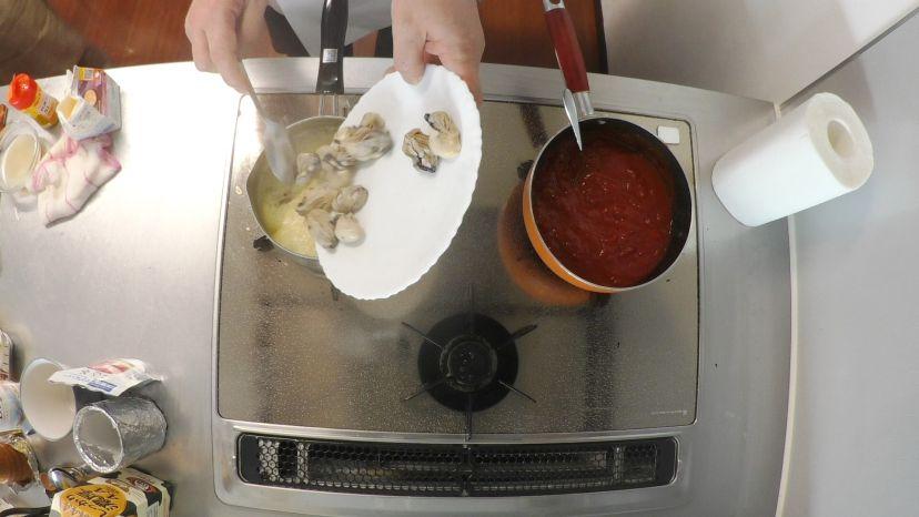 冷凍カキで作る簡単フランス風カレースープ:再びカキをスープに戻します