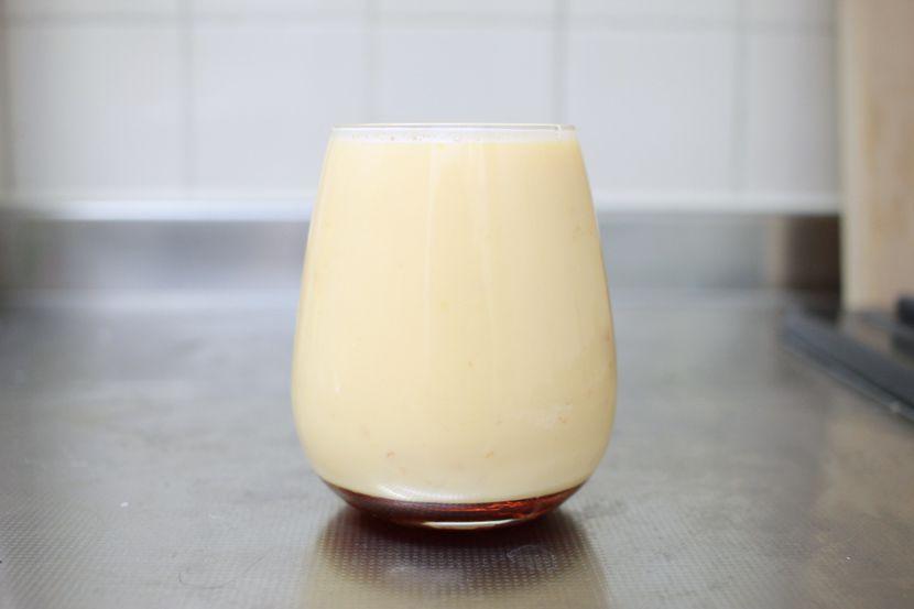 ムッシュ高木の裏ワザレシピ:レンジを使ったプリン - 容器に入れます