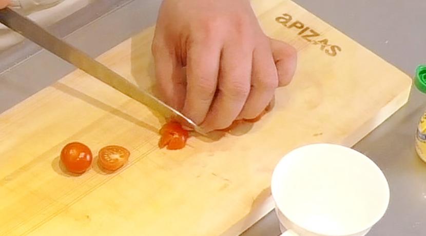 ムッシュ高木が教えるレンジ簡単トマトジャム:プチトマトを細かくカット